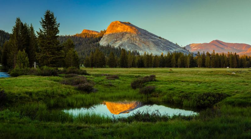 Tuolumne Meadows at sunset, one of the things you must see in Yosemite