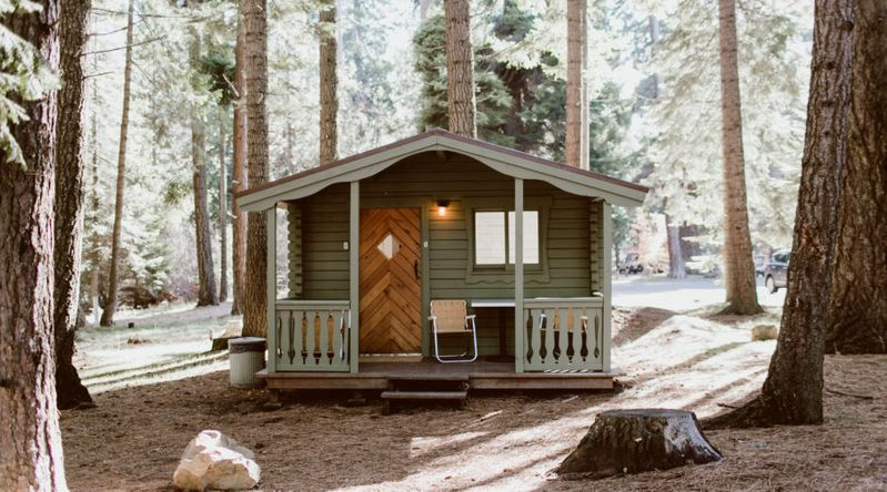 Cozy cabins in Deschutes National Forest at Suttle Lodge in Oregon