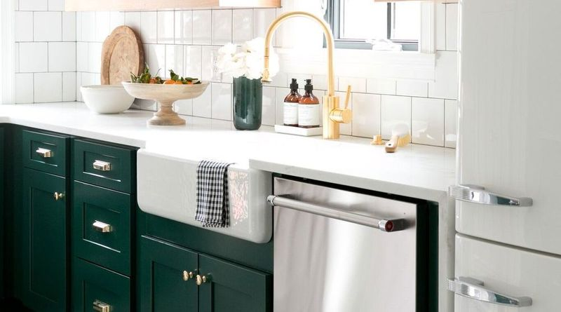 Emerald-Colored Kitchens Take the Spotlight
