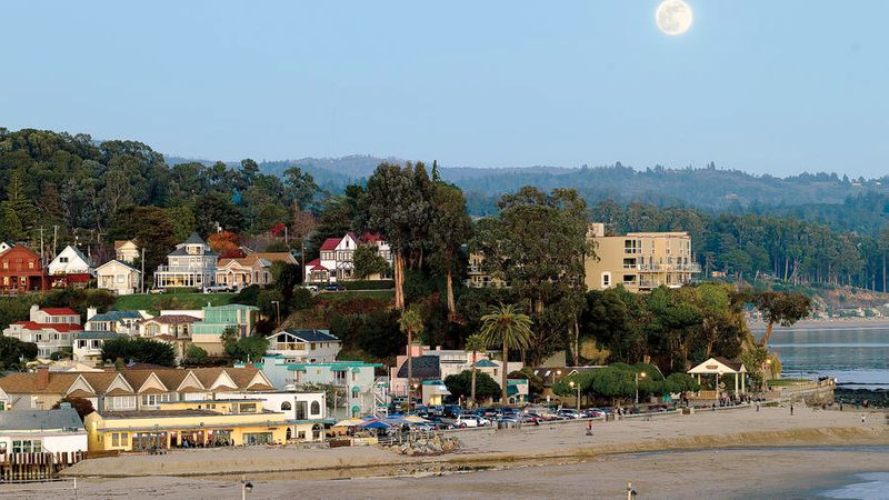 Best Unsung Beach Towns on the West Coast for a Qiuet Escape