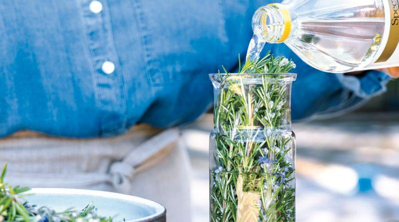 All-Purpose Cleaner: Infusing Vinegar