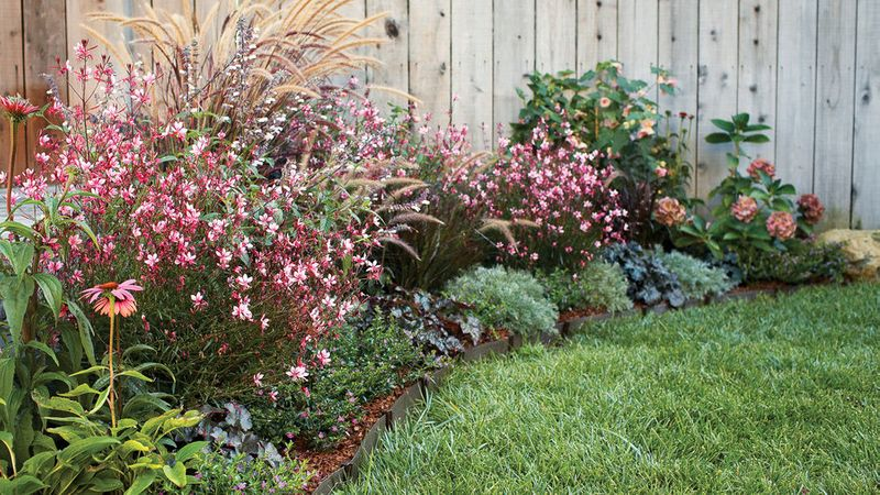 Gorgeous Garden Border Design Ideas For Any Yard In The West