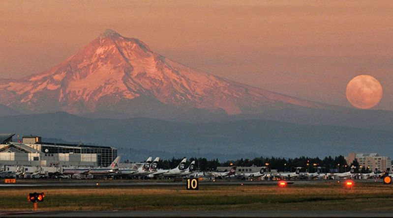 Airport: Portland International Airport (Portland, OR)